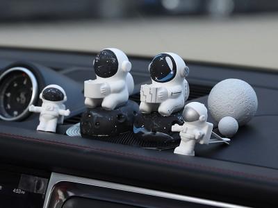太空人车载香水香薰汽车出风口装饰